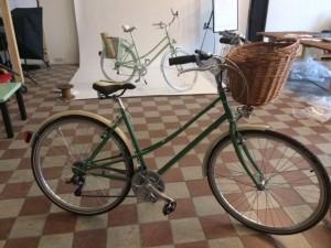 Der jüngste Stolz ihrer Autorin: Damenrad, Farbwahl nach meinem Wunsch, handwerklich gefertigt in Budapest: Csajbringa.hu stellt andere Fahrräder in den Schatten; modernste Technik, Qualitätshandwerk und Chic zum unerwartet fairen Preis